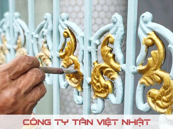 Ngoài sơn tường cọ sơn còn được dùng sơn cổng, vật dụng,...